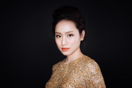Party. Beautiful sexy asian woman on black background. Standard-Bild