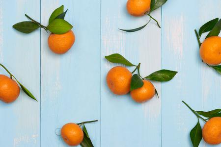 トップビューアクセサリー 中国の新年祭り装飾.オレンジ、青い背景に葉