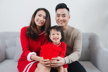 Happy Vietnamese family celebrate Lunar new year at home. 免版税图像