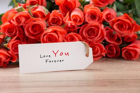 赤いバラの花束とバレンタインデーの背景