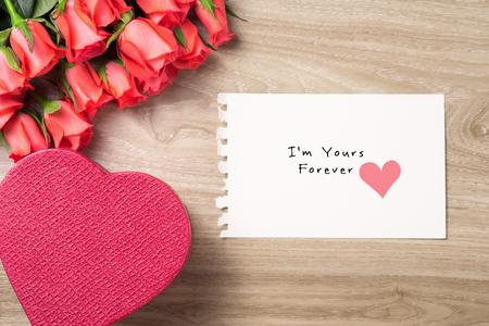 私はあなたの永遠のメッセージと赤いバラの花束とバレンタインデーの背景 写真素材