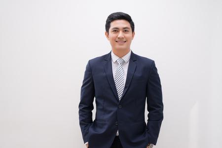 Portrait de jeune homme d'affaires isolé sur blanc Banque d'images