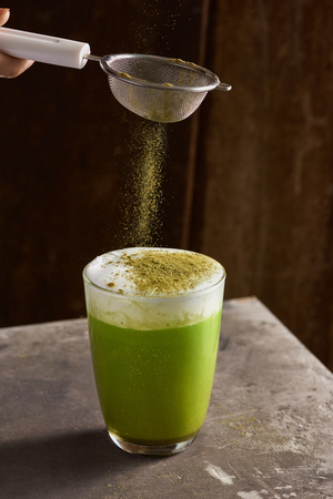 Matcha green tea latte in glass cup 스톡 콘텐츠