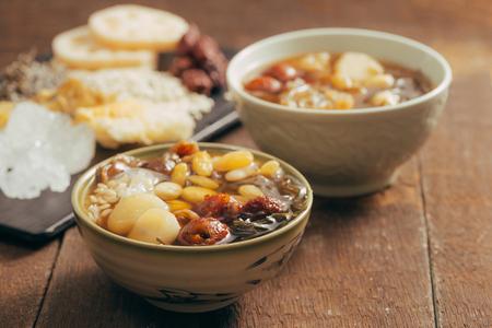 Ching bo leung - dessert sucré asiatique peut être trouvé facilement dans la rue de Chinatown. Banque d'images