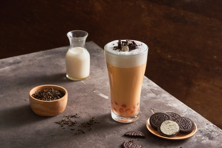 Ice cheese milk tea and bubble with chocolate cookies. Banco de Imagens - 107207498