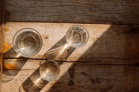 Drink a glass of water on a wooden floor. Banco de Imagens