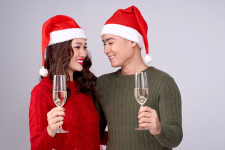 Asian couple wearing christmas hat and dress holding champagne glass Stockfoto