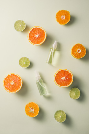 Flat lay composition with delicious natural citrus on color background Banco de Imagens