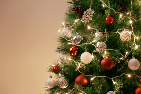 Decorated Christmas tree on blurred, sparkling and fairy background 스톡 콘텐츠 - 114001793