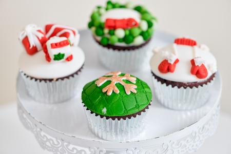 Seasonal festive christmas mini dessert cupcakes in traditional red green decorative symbols elements Imagens