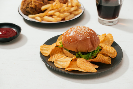 Fast food hamburger with set fried crispy chicken and french fries, ice cola on the side Banque d'images - 116099067