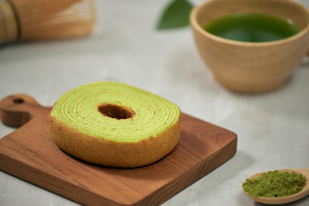 Close up on green matcha Baumkuchen Japanese roll cakes, selective focus Stockfoto