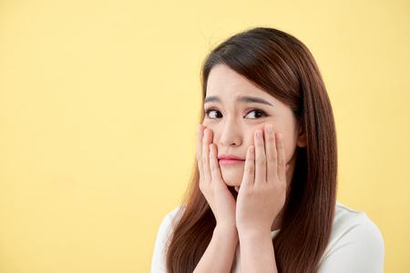 Concepto de belleza de chica asiática. Protección de la piel.