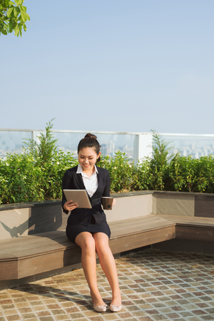 Portrait young attractive businesswoman working with digital tablet. 版權商用圖片