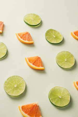 Composition with slices of citrus on color background Archivio Fotografico - 119039301