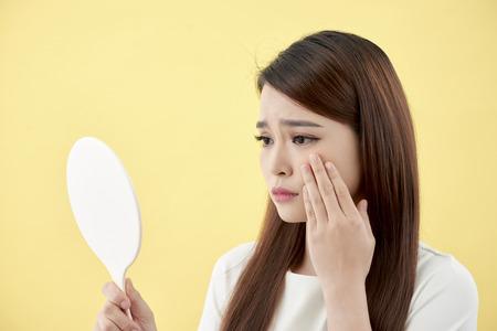 Concepto de belleza de chica asiática. Protección de la piel. Foto de archivo
