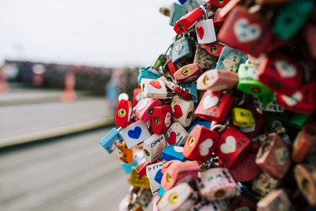 SEOUL, SOUTH KOREA,26 October 2016: Plenty of master key were locked along the wall on at Seoul tower Stockfoto