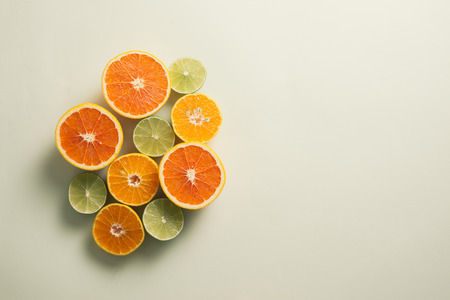 Composition with slices of citrus on color background Archivio Fotografico - 121137262