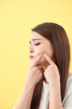 woman who checks her skin. acne treatment Stockfoto