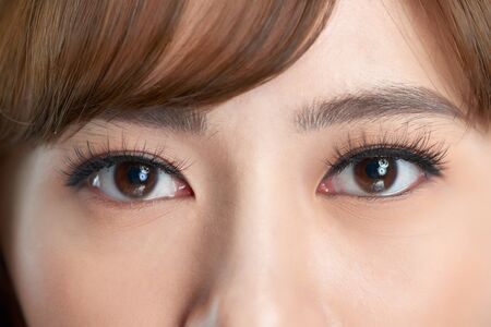 Closeup shot of young woman eyes makeup Banque d'images - 124795188