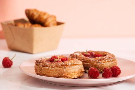 Homemade puff pastry with raspberries. Sweet tasty dessert. decorated with powdered sugar Stockfoto