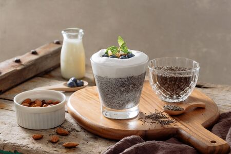 Chia pudding with berries and milk, sweet nourishing dessert, healthy breakfast superfood concept Stockfoto