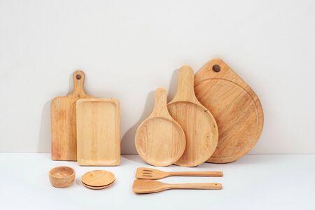 Fond d'ustensiles de cuisine avec un espace vide pour un texte, concept de décoration de cuisine à domicile, vue de face Banque d'images