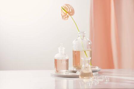 Extracción orgánica natural, solución de esencia de aroma de flores en laboratorio