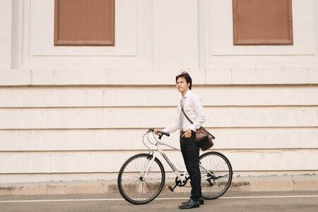 Outdoor portrait of handsome young man with fixed gear bicycle in the street. 版權商用圖片