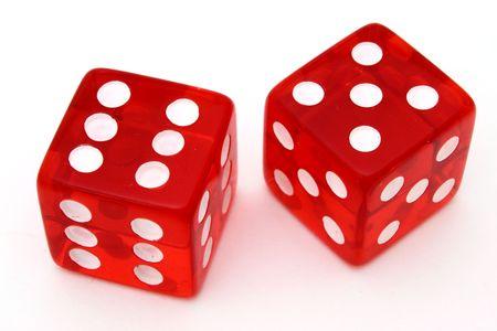 combinatie van rode dobbelstenen op een wit oppervlak Stockfoto