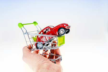 Comprar un carro Foto de archivo