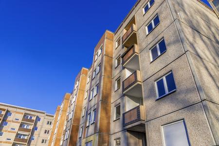 precast: Building made with precast concrete slabs.