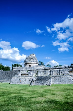 One of the remarkable monuments at the archaeological site of Chichen Itza, Wonder of the World Imagens