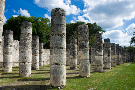 Series of misterious ancient columns in a mayan archaeological site Imagens