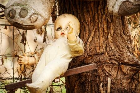 不気味な人形ソチミルコ、メキシコでツリーの掛かる。