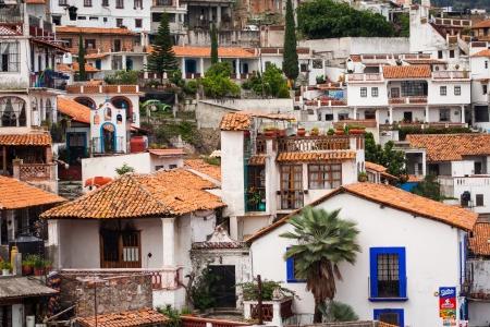 タスコ、ゲレロ メキシコのカラフルな町の写真