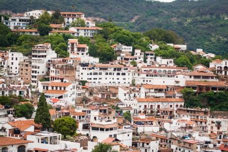 タスコ、ゲレーロ州メキシコのカラフルな町の写真
