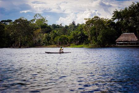 rio amazonas: Amazon selva r�o barco de la casa