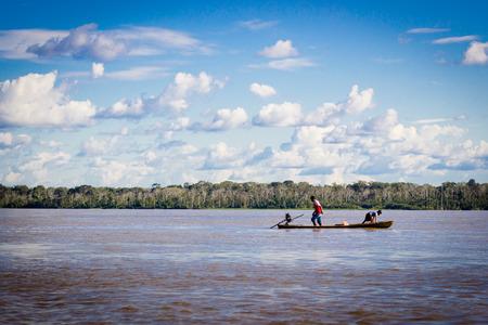 아마존 강 정글 보트