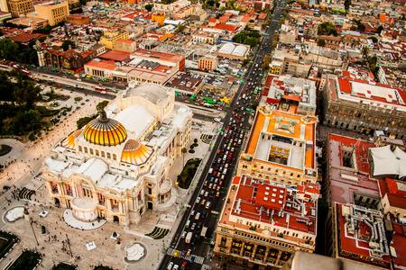 メキシコシティとパレス オブ ファイン アーツの航空写真