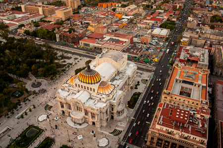 palacio: An aerial view of Mexico City and the Palace of Fine Arts
