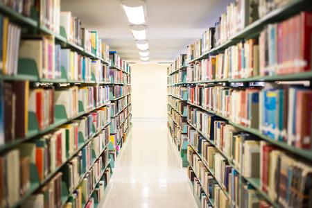 biblioteca: Sala de biblioteca en una escuela secundaria, campus de la universidad. Foto de archivo