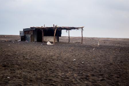 原住民は、伝統的なメキシコの貧しい家 - ビーチの小屋の貧しい小屋。