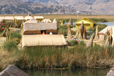 Puno, Peru, October.16. 2012: Floating houses and totora boats at uros islands in lake titicaca. Éditoriale
