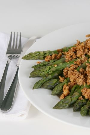 peanut sauce: A plate of asparagus with thick satay sauce