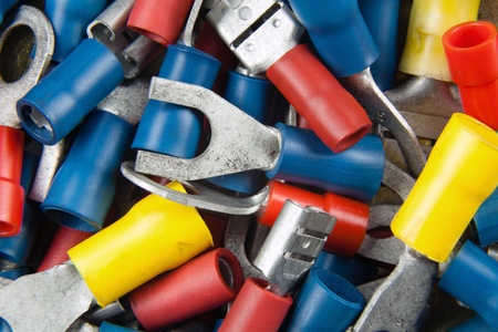 crimped: connectors for the electrical installation in cars with colored tips