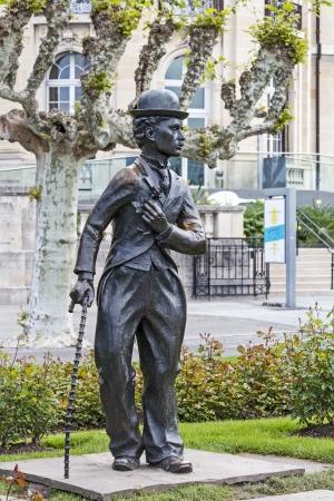 screenwriter: Vevey - 23 maggio: Una statua di bronzo di Charlie Chaplin uno dei talenti pi� creativi nell'era del cinema muto, sul lungomare ricorda ai passanti il ??suo soggiorno di 25 anni nella regione a Vevey in Svizzera il 23 maggio 2013 Editoriali
