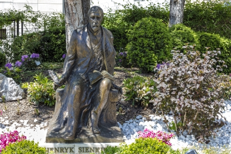 vevey: VEVEY - MAY 23: Monument to the Polish writer Henryk Sienkiewicz, the Nobel laureate, unveiled on November 25, 2006, made by the sculptor Gustaw Zemla in Vevey in Switzerland on May 23, 2013 Editorial