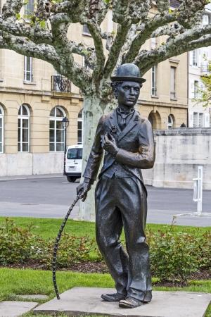 screenwriter: Vevey - 23 maggio: Statua di Charlie Chaplin uno dei talenti pi� creativi nell'era del cinema muto, sul lungomare ricorda ai passanti il ??suo soggiorno di 25 anni a Vevey in Svizzera il 23 maggio, 2013 Editoriali
