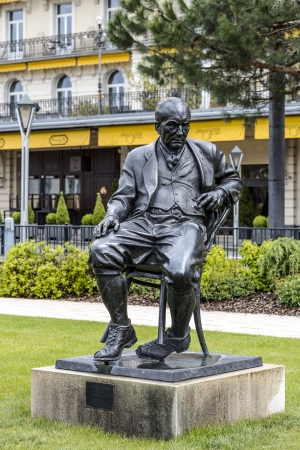 novelist: MONTREUX - MAY 26: Bronze Statue to Vladimir Vladimirovich Nabokov a Russian-American novelist ( 1899 - 1977), stands in the gardens of the Montreux Palace in Montreux in Switzerland on May 26, 2013 Editorial